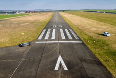 airport runway line markings UK